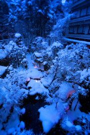 27月岡Hロビーから雪中庭★DSC03116s.jpg